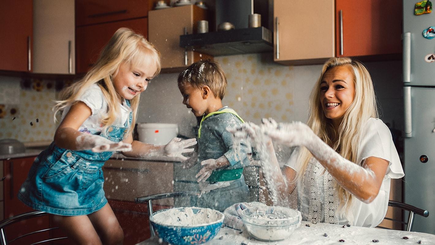 С мамкой на кухне, Мама и сын на кухне - смотреть порно онлайн или скачать 10 фотография