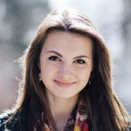 Profile picture of Lara Parker